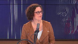 Emmanuelle Wargon, ministre déléguée au logement, le 18 septembre sur franceinfo. (FRANCEINFO / RADIO FRANCE)