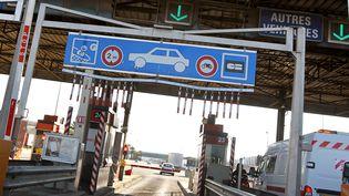 Voie à la gare de péage de Nice, le 1er février 2012. (VALERY HACHE / AFP)