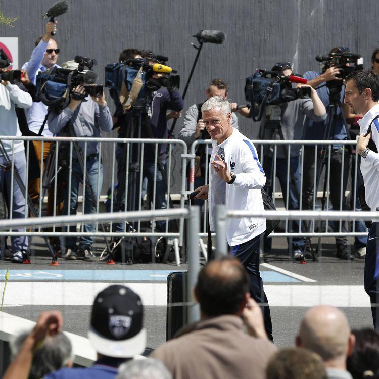 Le sélectionneur de l'équipe de France de football Didier Deschamps arrivant à Biarritz (Pyrénées-Atlantiques), au premier jour du stage préparatoire des Bleus en vue de l'Euro, le 17 mai2016. (MAXPPP)