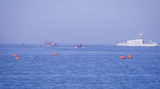 Des garde-côtesau large d'Oran, en Algérie, le 16 décembre 2020. (MOUSAAB ROUIBI / ANADOLU AGENCY)