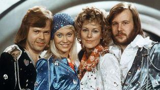 Bjorn Ulvaeus, Agnetha Faltskog, Anni-Frid (Frida) Lyngstad et Benny Andersson le 6 avril 1974 à Brighton au concours de l'Eurovision  (LINDEBORG / SCANPIX SWEDEN / AFP)