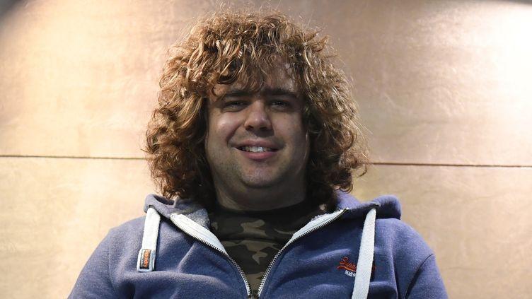 Daniel Wakeford, chanteur britannique, souffrant d'autisme.  (DAMIEN MEYER / AFP)