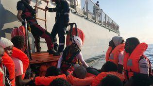"""Des migrants sauvés par les secours du navire """"Ocean Viking"""", le 23 août 2019. (ANNE CHAON / AFP)"""