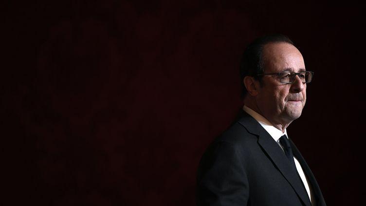 François Hollande lors d'une remise de légion d'honneur organisée au palais de l'Elysée, jeudi 1er décembre 2016. (LIONEL BONAVENTURE / AFP)
