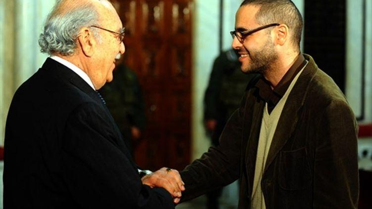 Slim Amamou avec le president de la République tunisienne Fouad Mebazaa, le 18 janvier 2011 (AFP/Fethi BELAID)