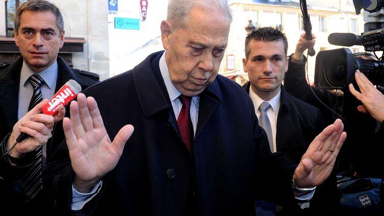Charles Pasqua à son arrivée au tribunal de Versailles (Yvelines), le 15 octobre 2012. (ANTONIOL ANTOINE / SIPA)