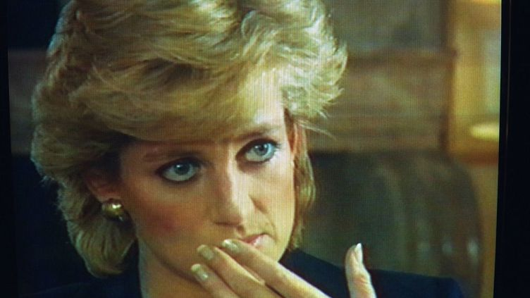 La princesse de Galles, Lady Diana, pendant une interview avec le journaliste Martin Bashir, en novembre 1995, sur la BBC. (MATHIEU POLAK / SYGMA / GETTY IMAGES)
