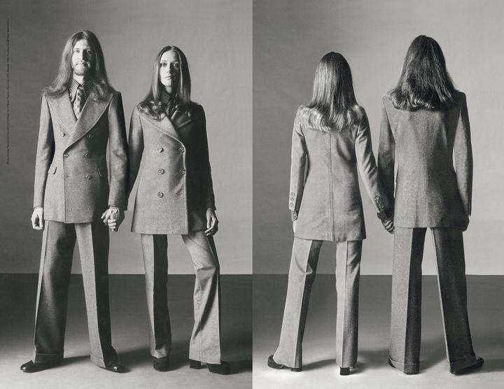 """Visuel de l'exposition """"Italiana. L'Italia vista dalla mode 1971-2001  (Oliviero Toscani, édito « Unilook"""",  L'Uomo Vogue n°15, décembre 1971 - janvier 1972. Courtesy Archive Condé Nast Italia)"""