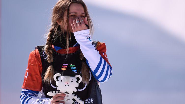 Moment d'émotion pour Julia Pereira de Sousa-Mabileau sur le podium (MARTIN BUREAU / AFP)