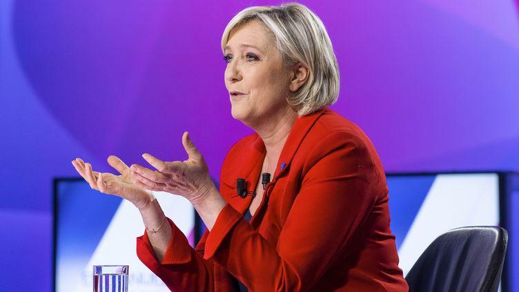 La candidate du Front national à l'élection présidentielle, Marine Le Pen, le 20 avril 2017 sur le plateau de France 2. (VILLARD / REA)