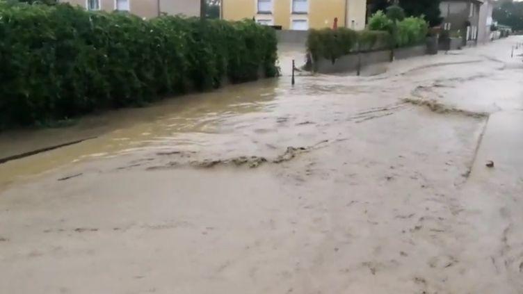 Inondations rues Chaponnay (Rhône), juin 2018. (FRANCE 3)