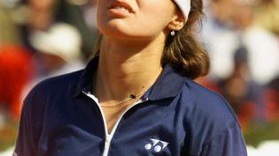 Martina Hingis lors de sa finale perdue contre Steffi Graf, le 5 juin 1999. (JACQUES DEMARTHON / AFP)