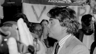 L'homme d'affaires Bernard Tapie arrive à l'usine Donnay de Couvin (Belgique), le 31 août 1988. (BERNARD THEIS / COLLECTION PRIVEE)