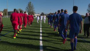 L'entrée des joueurs lors de la rencontre interreligieuse se déroulant à Strasbourg, dimanche 24 octobre 2021. (France 3 Alsace)