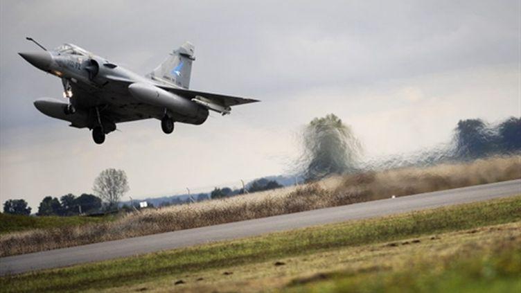 Un Mirage 2000 décolle de la base aérienne de Dijon-Longvic, le 16 octobre 2009 (AFP / Jeff Pachoud)