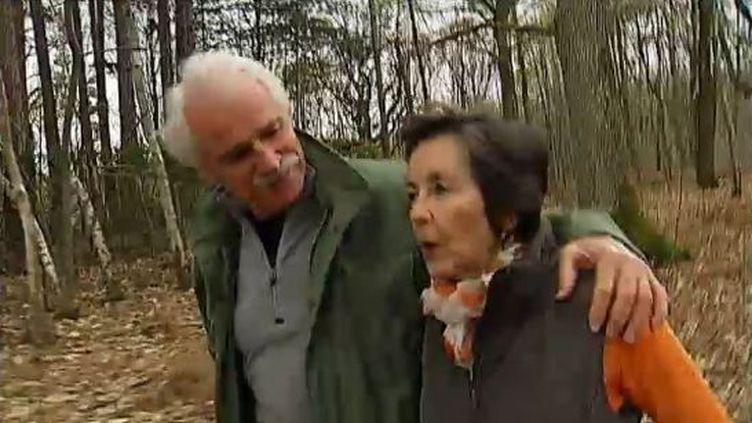 Le photographe Yann Arthus-Bertrand et son épouse Anne, à Rambouillet (Yvelines), en avril 2012. (FTVI / FRANCE 2)