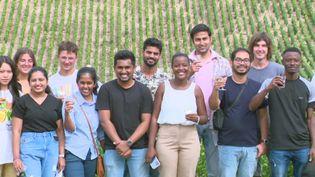 Des étudiants étrangers en master à Dijon, en visite dans une exploitation viticole à Fleys (Yonne). (FRANCE 3 BOURGOGNE)