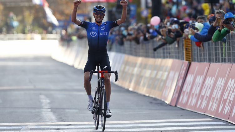 Ben O'Connor a remporté la première victoire de sa carrière sur un grand tour (LUCA BETTINI / AFP)