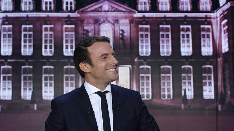 Emmanuel Macron, le 27 avril 2017 sur le plateau de TF1. (ERIC FEFERBERG / AFP)