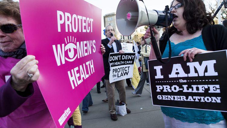 Une vingtaine d'Etats américains réfléchissent à l'idée de faire adopter une loi pour rendre l'échographie obligatoire avant la pratique de l'IVG. (BRENDAN SMIALOWSKI / AFP)