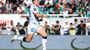 L'ouvreur français Matthieu Jalibert (Bordeaux-Bègles) contre Pau, samedi 16 octobre. (GAIZKA IROZ / AFP)