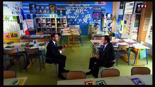 Emmanuel Macron et Jean-Pierre Pernault à Bert'huis (Orne), le 12 avril 2018. (MAXPPP)