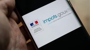 Une illustration du site impots.gouv.fr, en février 2021, à Paris. (RICCARDO MILANI / HANS LUCAS / AFP)