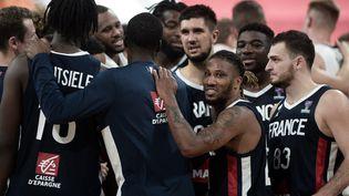 Les joueurs de l'équipe de France de basket. (IROZ GAIZKA / AFP)