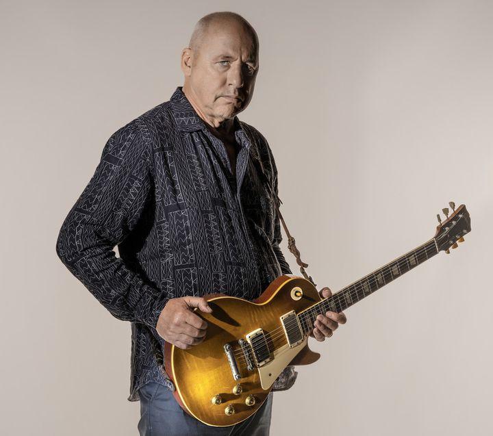 Mark Knopfler et sa guitare Gibson Les Paul, modèle Signature sorti en 2016  (DR)