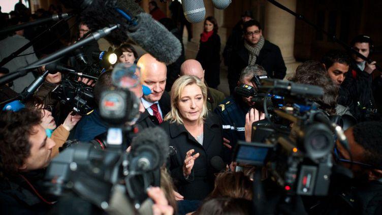 Marine Le Pen devant le Conseil constitutionnel le 16 février 2012 pour l'examen de la QPC sur les parrainages des candidats à la présidentielle. (MARTIN BUREAU / AFP)