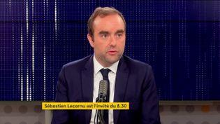 """Sébastien Lecornu, ministre des Outre-Mer, était l'invité du """"8h30 franceinfo"""", jeudi 28 septembre 2021. (FRANCEINFO / RADIOFRANCE)"""