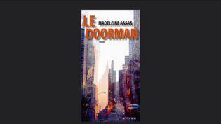 """Livre : """"Le Doorman"""" ou quarante années aux côtés d'un portier new-yorkais (Capture d'écran franceinfo)"""