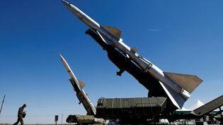 Des systèmes de défense antiaérienne et antimissile comme celui-ci ont été vendus à l'Algérie par la Russie au cours des dernières années. (Photo Reuters/Maxim Shemetov)