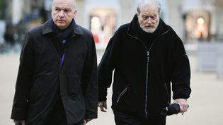 Maurice Agnelet et son avocat Me François Saint-Pierre le 2 avril 2014 près de la cour d'assises de Rennes (Ille-et-Vilaine) (JEAN-SEBASTIEN EVRARD / AFP)