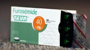 Des comprimés de zopiclone 7,5 mg, un hypnotique utilisé pour traiter l'insomnie, ont été conditionnés dans des emballages de Furosémide 40 mg, un diurétique. (LIONEL BONAVENTURE / AFP)