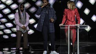 """Le rappeur Damso reçoit le prix de l'""""album rap de l'année"""" à la 34e édition desVictoires de la musique, le 8 février 2019. (THOMAS SAMSON / AFP)"""