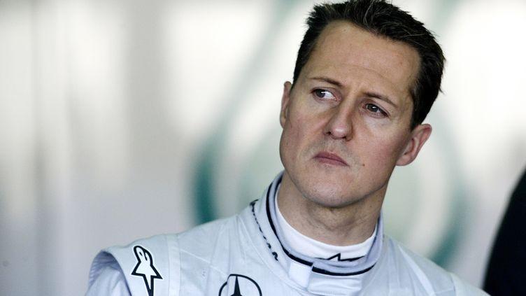 Michael Schumacher, le 3 février 2010 près de Valence (Espagne). (JOSE JORDAN / AFP)