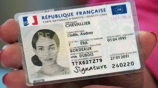 Carte d'identité : le nouveau format de poche se déploie dans toute la France (France 2)