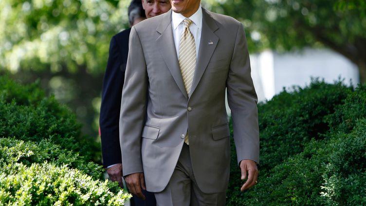 Le président américain Barack Obama dans les jardins de la Maison Blanche, à Washington, le 12 mai 2012. (YURI GRIPAS / AFP)