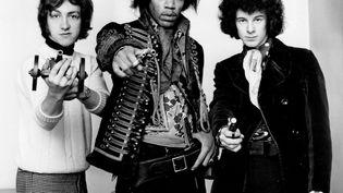 Jimi Hendrix entouré de Mitch Mitchell (à gauche) et Noel Redding, le 2 juin 2016. (TOP FOTO / SIPA)