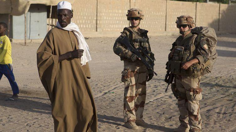 Soldats français de l'opération Barkhane en patrouille à Tombouctou. (Reuters/ Joe Penney)
