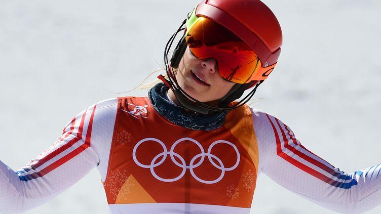 Mikaela Shiffrin déçue par son slalom (ROBERTO SCHMIDT / AFP)