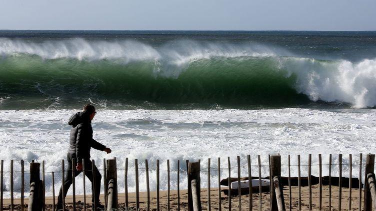 Une tempête touche les plages d'Ajaccio (Corse), le 10 février 2016. (MAXPPP)