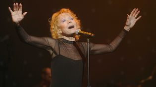 isabelle Aubret sur scène en 2009  (POL EMILE/SIPA)