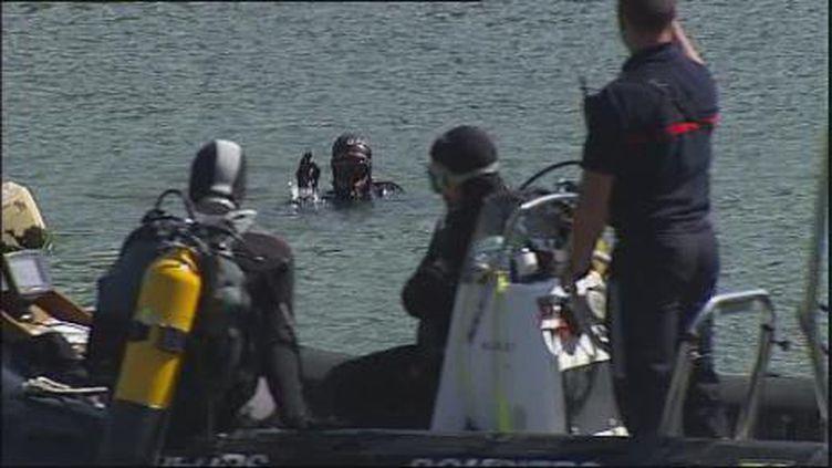 Les plongeurs ont découvert en premier, dimanche, le corps du policier près d'une berge de la Seine à Melun. (F2)
