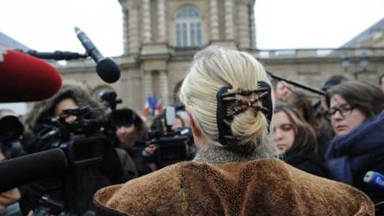 (Marine le Pen face aux journalistes © Nathanaël Charbonnier)