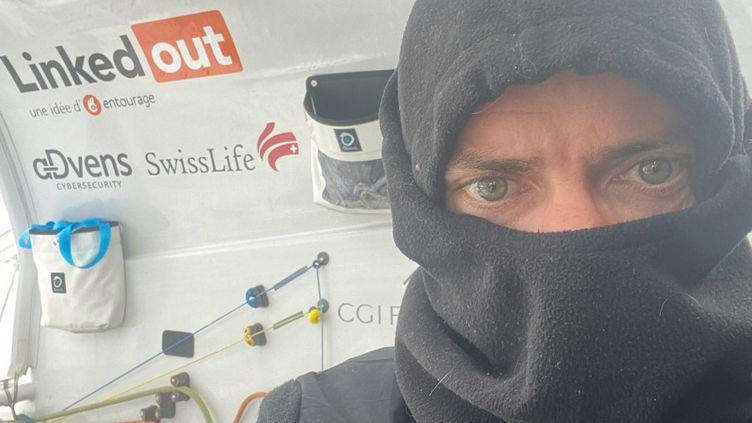 Thomas Ruyant passe le Cap Horn dans des températures glaciaires. (THOMAS RUYANT / LINKEDOUT)