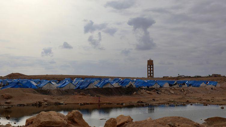 Le camp de déplacés d'Aïn Issa, dans le nord de la Syrie, le 15 février 2018. C'est dans ce camp que se trouvaient, avant l'offensive turque en Syrie,les quatre Françaises aujourd'hui détenues par la Turquie et leurs sept enfants. (DELIL SOULEIMAN / AFP)