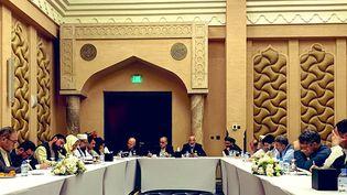 L'équipe de négociation du gouvernement afghan se prépare avant sa rencontre avec les talibans, à Doha au Qatar le 15 septembre 2020. (AFP PHOTO / HO / AFGHANISTAN PEACE NEGOTIATION TEAM)