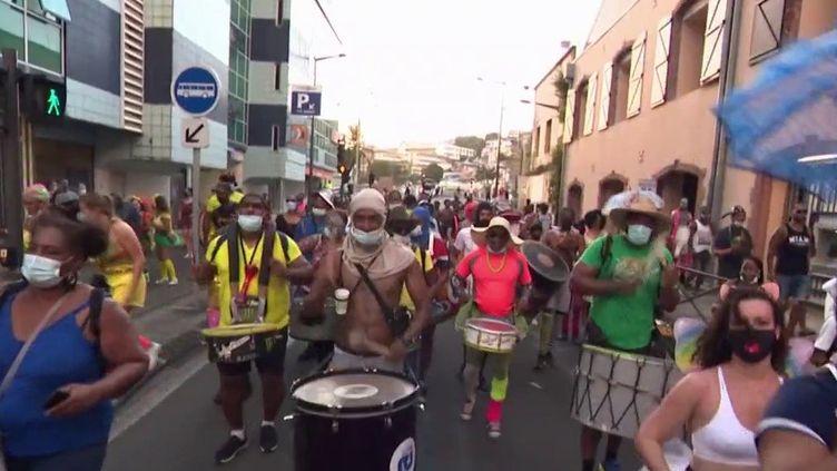 Martinique : de nombreux rassemblements illégaux pour célébrer Mardi Gras (France 3)